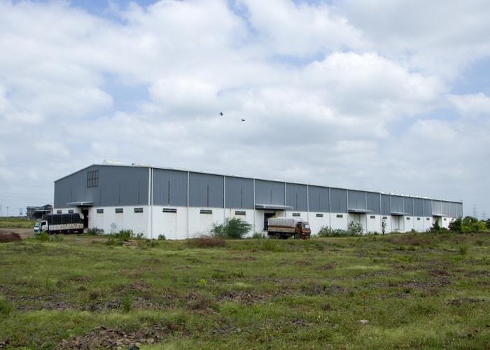 Unloading goods in warehouse